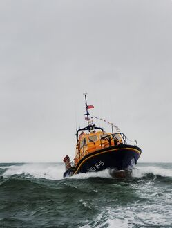 Appledore Tamar class lifeboat Mollie Hunt arriving at Appledore