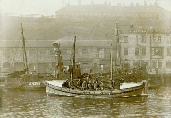 Tynemouth. Self righting motor boat. ON613. Henry Vernon. Ten crew on board. Quay in background