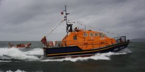 Appledore Tamar class lifeboat Mollie Hunt arriving on station