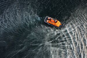 weather lifeboats/aran islands severn class lifeboat david kirkaldy